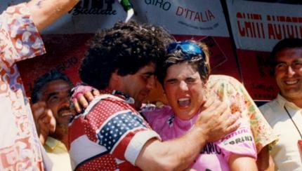 michela con papà Brunello dopo la vittoria al Giro '94